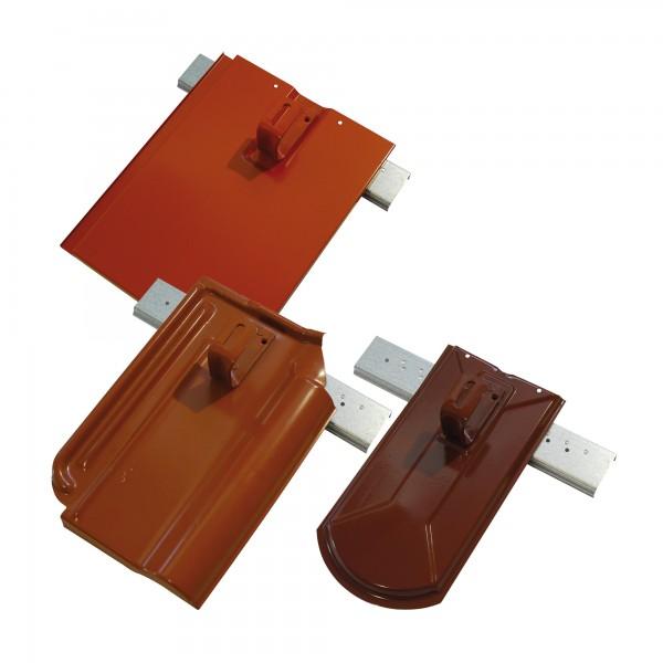 Aufdachmodulhalter auf Metalldachplatten genietet